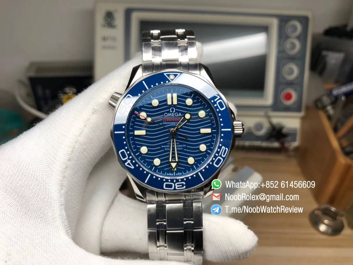 VSF Best Edition V2 2018 Seamaster Diver 300M Blue Ceramic Bezel Blue Wave Textured Dial on Steel Bracelet A8800 Black Balance Wheel 01